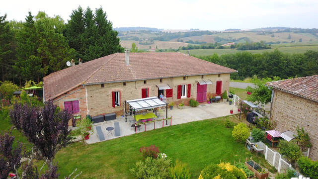 """Chambres d'hôtes """"Au Grange de Castelys"""" Laymont, Lombez-Samatan, Savès, Gers, Gascogne, France"""