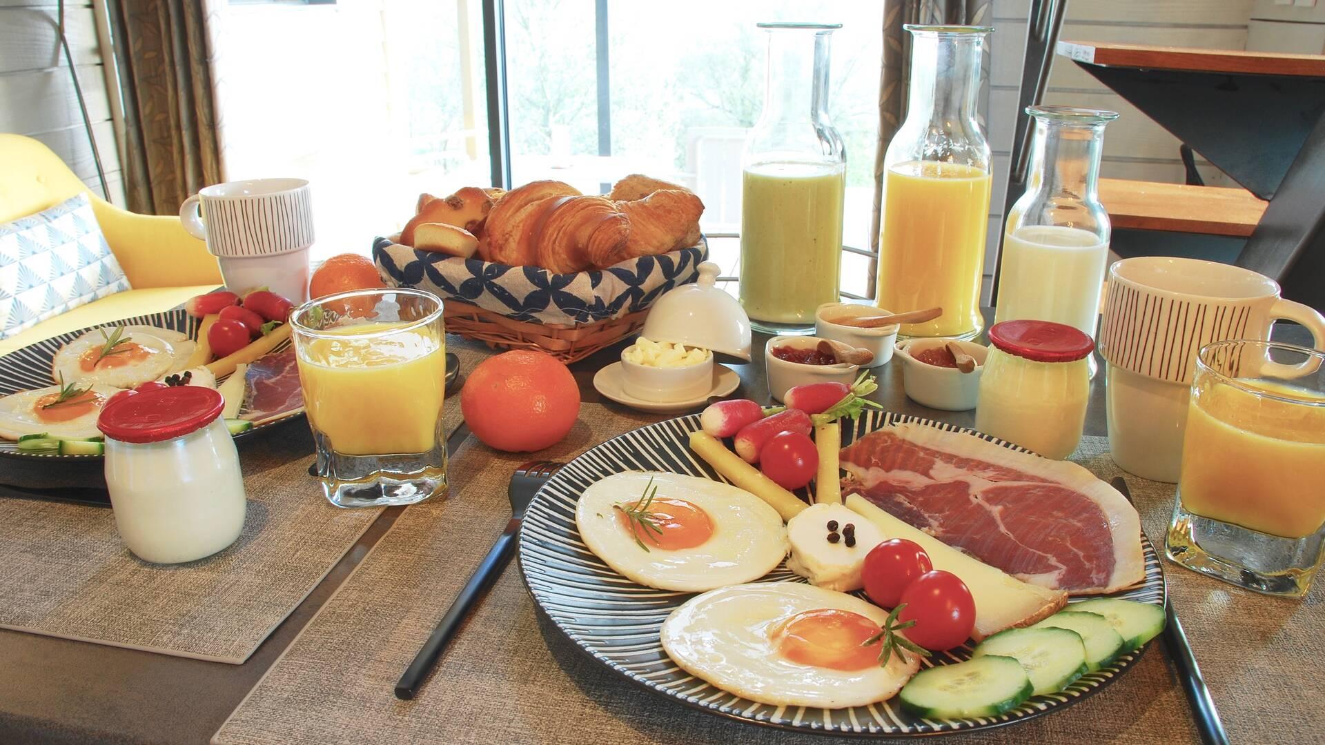 Breakfast, B&B Saga, Savignac-Mona, Lombez, Samatan, Savès, Gers, Gascogne, France
