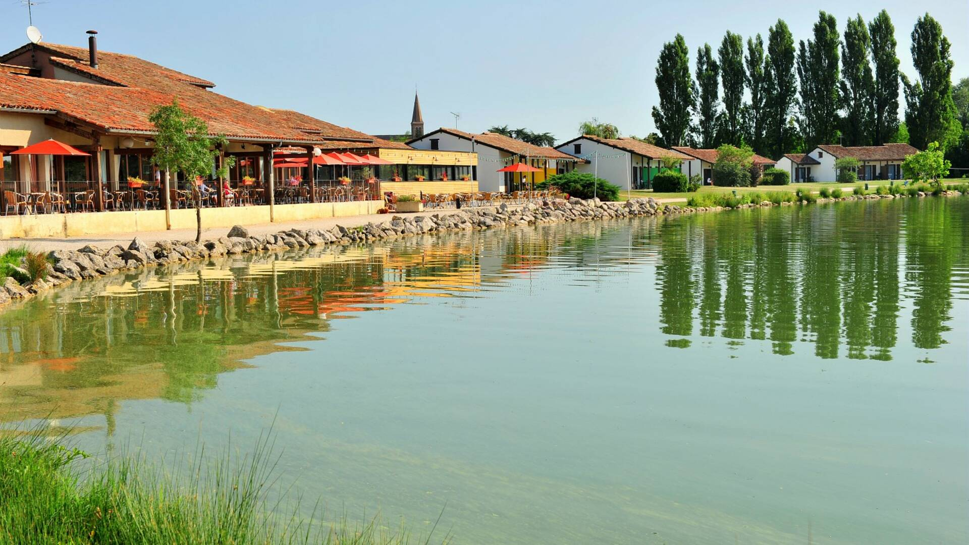 Lake and Hôtel-Club *** Vacanciel Les Rivages, Samatan, Savès, Gers, Gascogne, France
