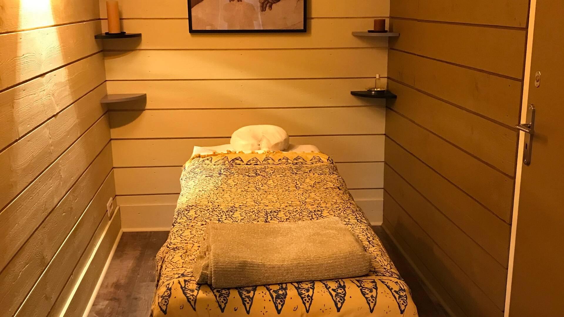 Massage room, Gite La Maison Bleue, Savignac-Mona, Lombez, Samatan, Savès, Gascogne, Gers, France