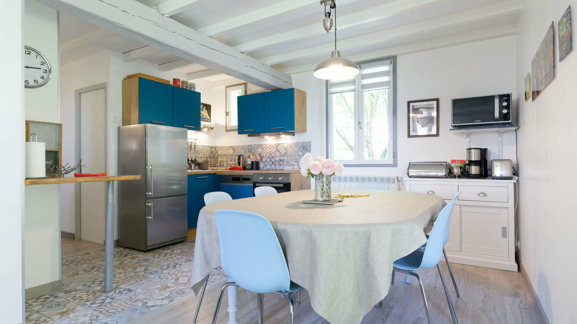 Salle à manger, Gite La Maison Bleue, Savignac-Mona, Lombez, Samatan, Savès, Gascogne, Gers, France