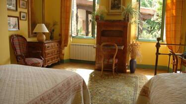 Chambre de l'Écrivaine, Le Parc de Pétrarque, Chambres d'Hôtes dans le Savès.