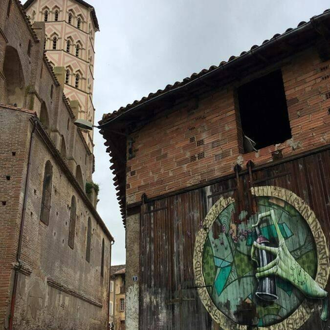 Street Art, centre-ville Lombez, Vue sur la Cathédrale Sainte Marie, Lombez, Savès