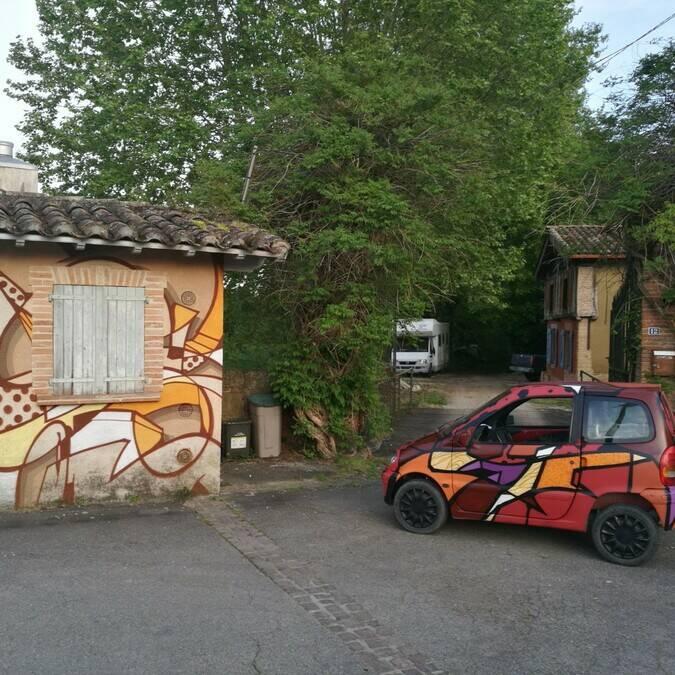 Lavoir et voiture, Street art, Lombez, Savès